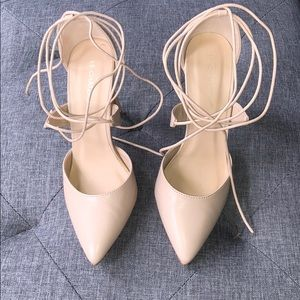 Worn once! 4.5in heel size 7 Le Chateau